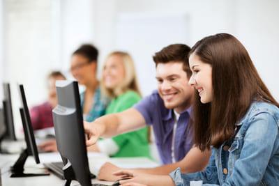 Auszubildende in der Berufsschule (Foto: Colourbox.de/Syda Productions)