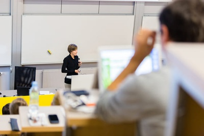 Lehrkräfte für besondere Aufgaben (Foto: Colourbox.de)