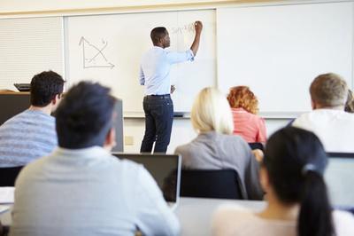 Lehrerinnen und Lehrer als pädagogische Mitarbeiterinnen und Mitarbeiter (Foto: Colourbox.de)