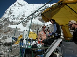 Saisonales Höhenforschungslabor der JLU am Mount Everest. Foto: Friedrich Grimminger